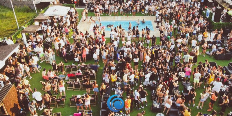 Pool party paris chill