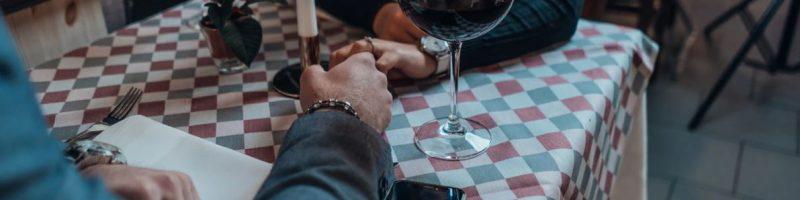 saint-valentin insolite à paris vin rouge glass of wine romantique