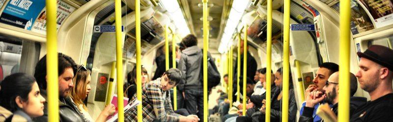 se faire des amis à Paris métro
